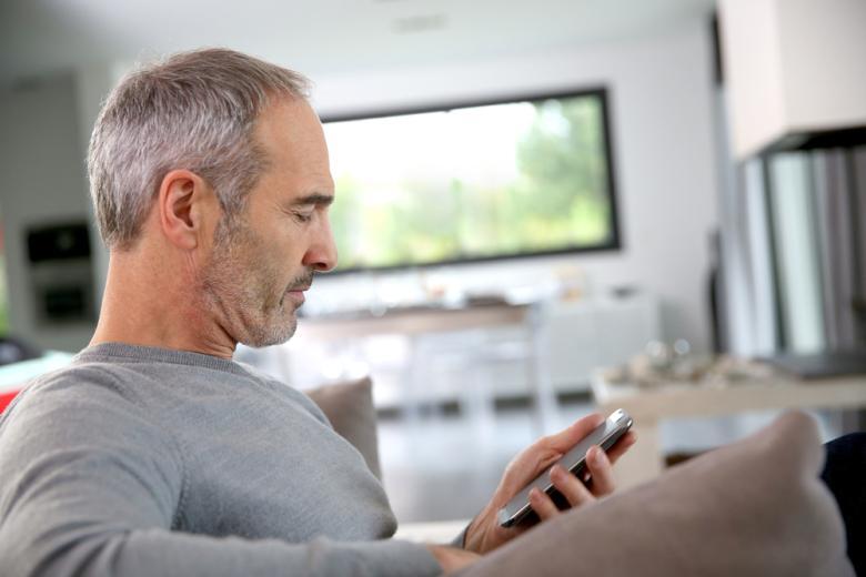 هل يؤثر استخدام التكنولوجيا على كفاءة العمل والحياة الشخصية؟